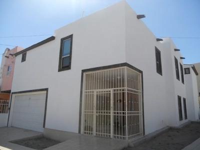Hermosa Casa En Esquina, Fraccionamiento Privado.