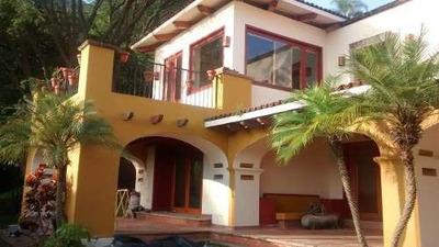 Residencia En Venta En Las Cañadas Con Alberca