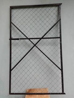 Puerta Antigua De Hierro Ángulo Y Alambre Tejido