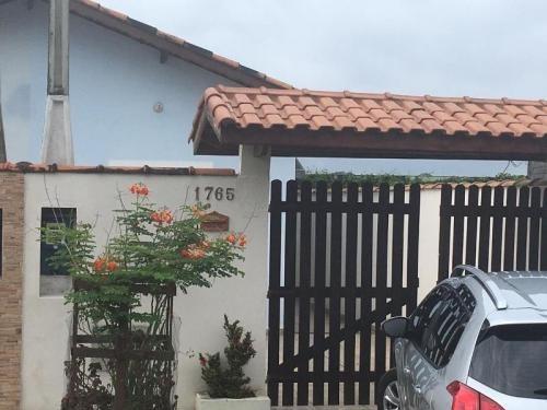 Casa A Venda Com Varanda, Área De Serviço - Itanhaém