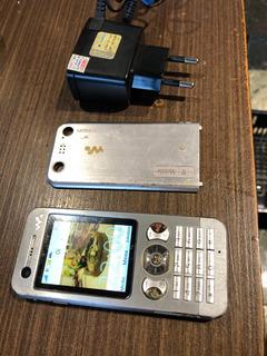 Sony Ericsson W890i Semi-novo
