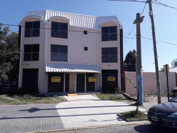 Alquiler De Local / Edificio En Av. Colon 5200 / 3 Pisos Estacionamiento
