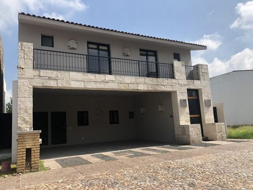 Casa Sola En Renta Arco De Piedra