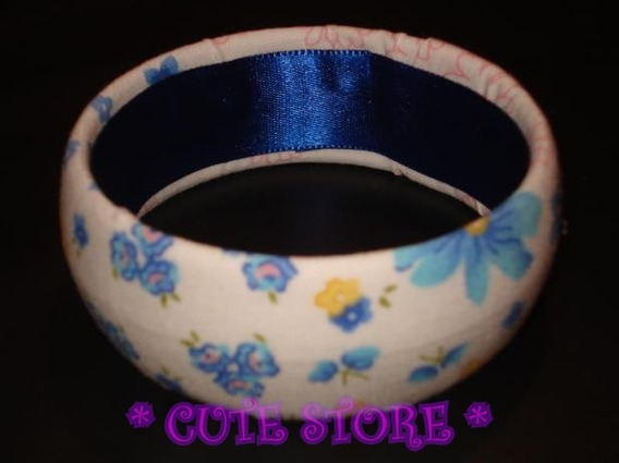 Pulseira Branca Encapada Com Tecido Floral Azul