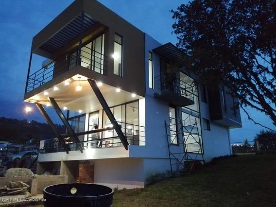 Casa Modelo En Venta En Alta Vista Mls 19-991
