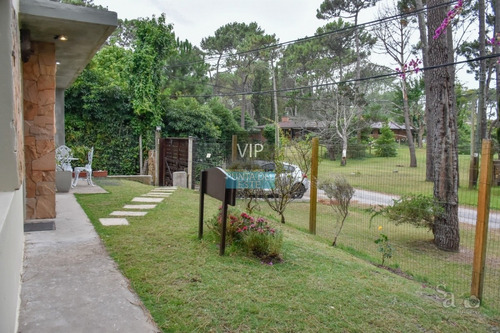 Casa En San Rafael, Punta Del Este, A Pocas Cuadras Del Mar- Ref: 181