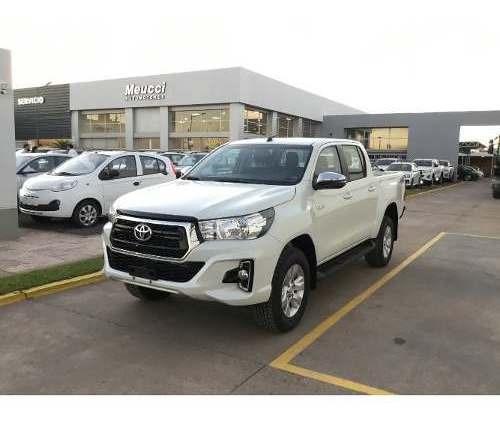 Toyota Hilux Srv 4x4 Mt