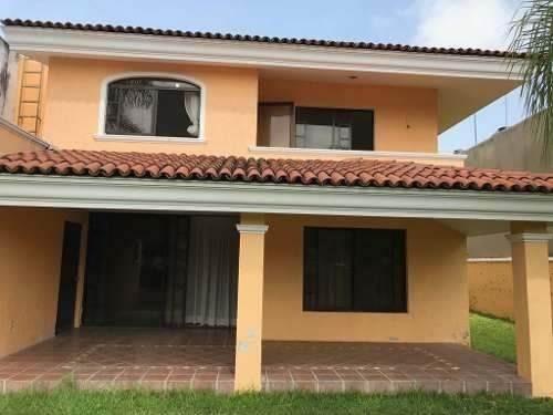 Residencia En Venta En El Condominio 4 De Virreyes, Zapopan