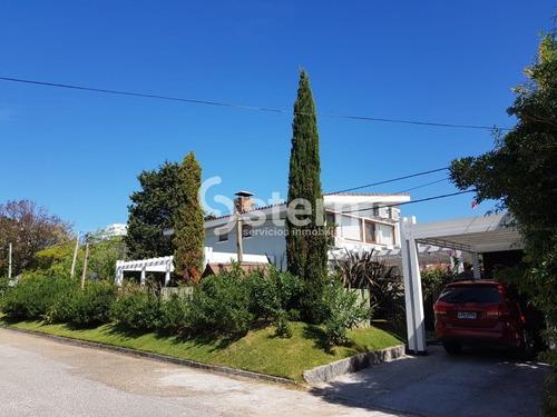 Venta Casa 4 Dormitorios, Playa Mansa, Punta Del Este- Ref: 1560