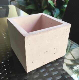 Maceta Mini Cuadrada Marca Rebus Concrete Art