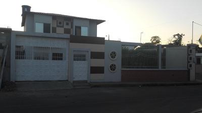 Se Vende Casa De Dos Plantas Esquinera.
