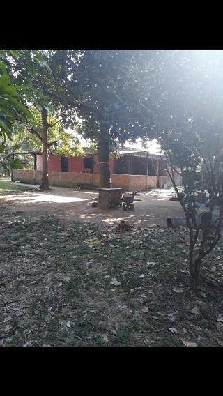 Sítio,6 Cômodos,2 Banheiros,garagem E Uma Área Grande