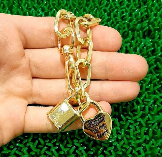 Colar Choker Elos Com Pingente Cadeado E Coração Dourado