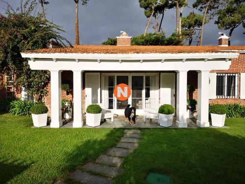Casa En Venta Y Alquiler, Mansa, Punta Del Este, 5 Dormitorios.- Ref: 209887