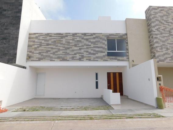 Casa En Venta En San Angel Ii Con Cuarto De Servicio