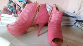 Sandália/bota Usada.
