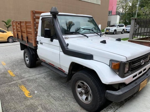 Toyota En Estacas Fj75 Original Modelo 2000