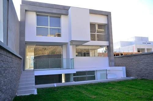 Ev1285-01.- En Venta Hermosa Casa Modernista Ubicada En Bosque Esmeralda.
