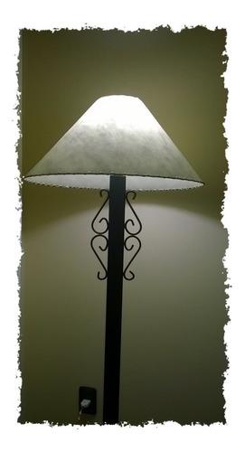 Lámpara De Pie En Hierro