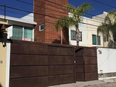 Se Vende Casa En Corregidora A Unos Pasos De Walmart Constituyentes