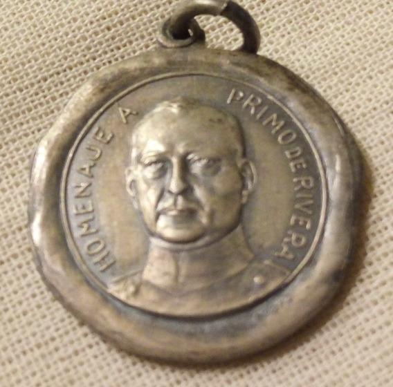 Medalla Españoles Residentes En Argentina A Primo De Rivera