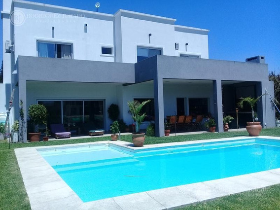 Espectacular Casa A Laguna En Santa Clara