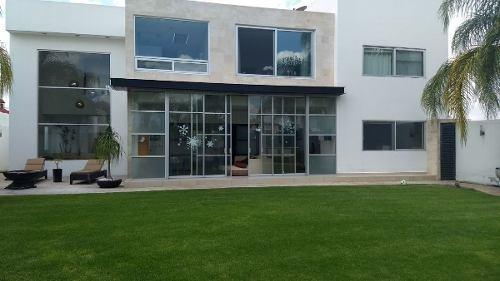 Hermosa Y Elegante Casa En La Cañada Juriquilla, Qro. Fracc. Cerrado Con Vig.