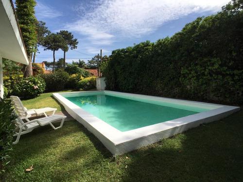 Casa Con Piscina  A Dos Cuadras Del Mar Punta Del Este 1- Playa Mansa