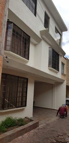 Casa En Venta -tequisquiapan- Tres Niveles