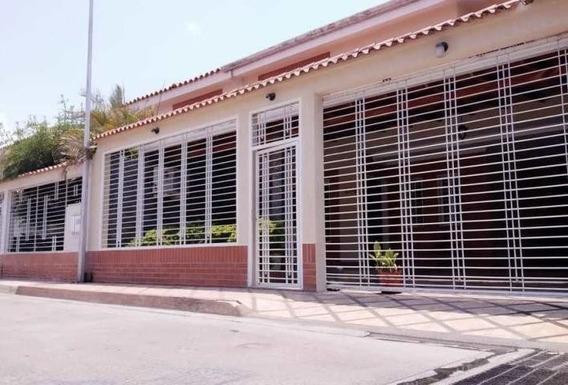 Townhouse En Venta Avenida Aragua Maracay Cod.20-17436