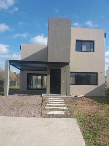 Venta - Casa En La Cañada De Pilar - Bayugar Negocios Inmobiliarios