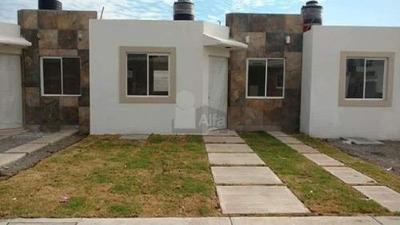Casa Sola En Venta En Las Pergolas, Irapuato, Guanajuato