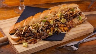 Sandwich Caribeño Relleno De Carne, Pollo O Cerdo...