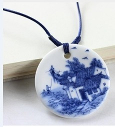 Colar Feminino De Porcelana Paisagem Azul 4,5 X 4,5 Cm