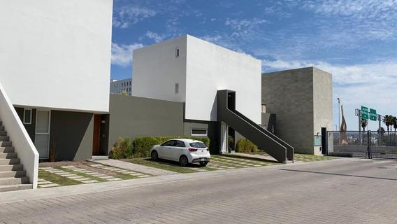 Casa De Un Solo Nivel 2 Hab + Sala De Tv En Santa Fé Juriquilla