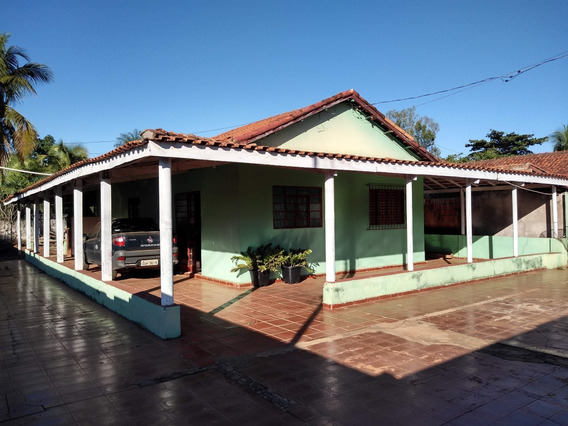 Vende-se Casa Rodeada De Varanda Com Um Terreno Bem Grande.