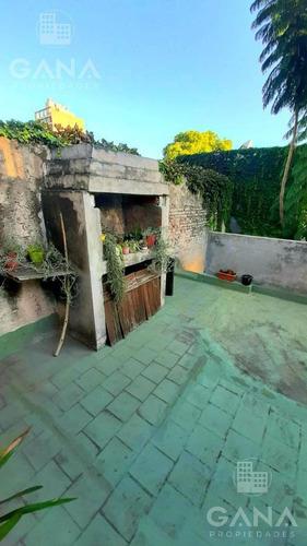 Imagen 1 de 10 de Casa De Pasillo Unico En Pichincha , Excelente Ubicación, Dos Plantas, A Reciclar