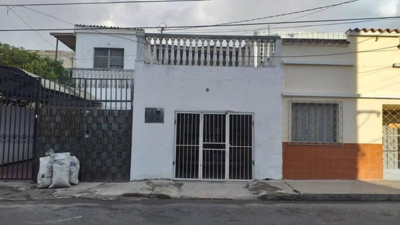 Casa En Venta Centro Barquisimeto Lara 20-4666 Rahco