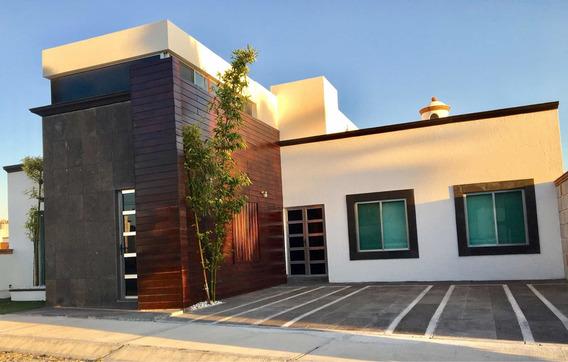 Casa Con Cava Y Chimenea En Bernal, Qro. 3 Cuartos 3 1/2 Bañ