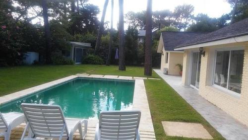 4 Dormitorios + Dep.   Playa Mansa - Punta Del Este