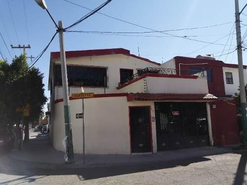 Hermosa Casa En Esquina.