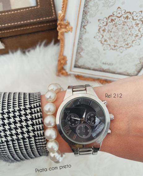 Relógio Prata Com Mostrador Preto E Números Romanos
