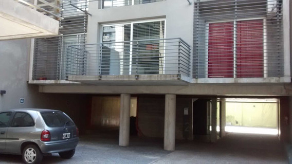 Departamento De Dos Ambientes En Duplex, Con Cochera Cubiert