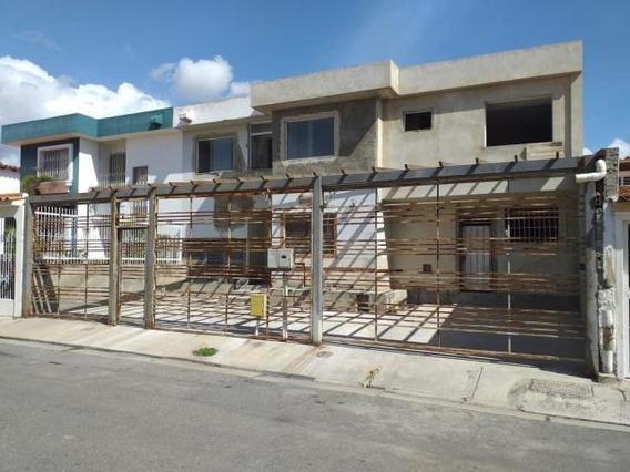 Casa En Venta Las Trinitarias 20-2622, Vc 04145561293