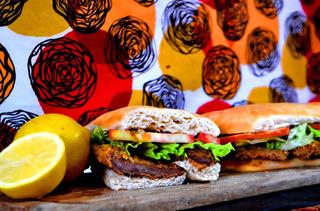 Sandwiches De Milanesa De Nalga Y Pechuga. Primera Calidad.