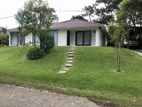 Alquiler Anual Casa 4 Dormitorios Jardines De Cordoba- Ref: 1008