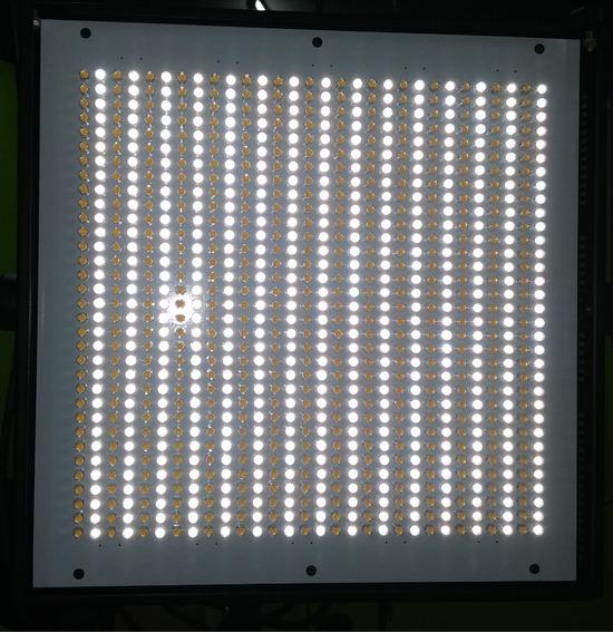 Iluminador Led 1000ac E-image Temp. Cor De 3200k A 5600k