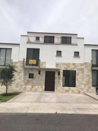 Preciosa Casa En El Refugio, Privada, Alberca, Roof Garden, 4 Recamaras, Jardín