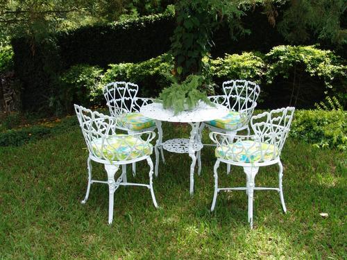 Imagem 1 de 3 de Conjunto Aluminio Fundido Jardim Viena (1 Mesa + 4 Cadeiras)