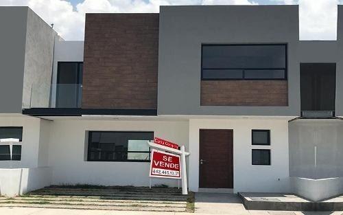 Preciosa Casa Premium En El Refugio, 3 Recámaras, 2.5 Baños, Jardín, 2 Autos